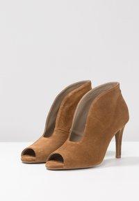 Toral - Kotníková obuv na vysokém podpatku - basket cognac - 4