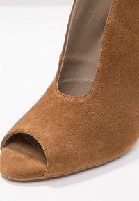 Toral - Kotníková obuv na vysokém podpatku - basket cognac - 2
