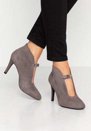 Kotníková obuv na vysokém podpatku - trufa