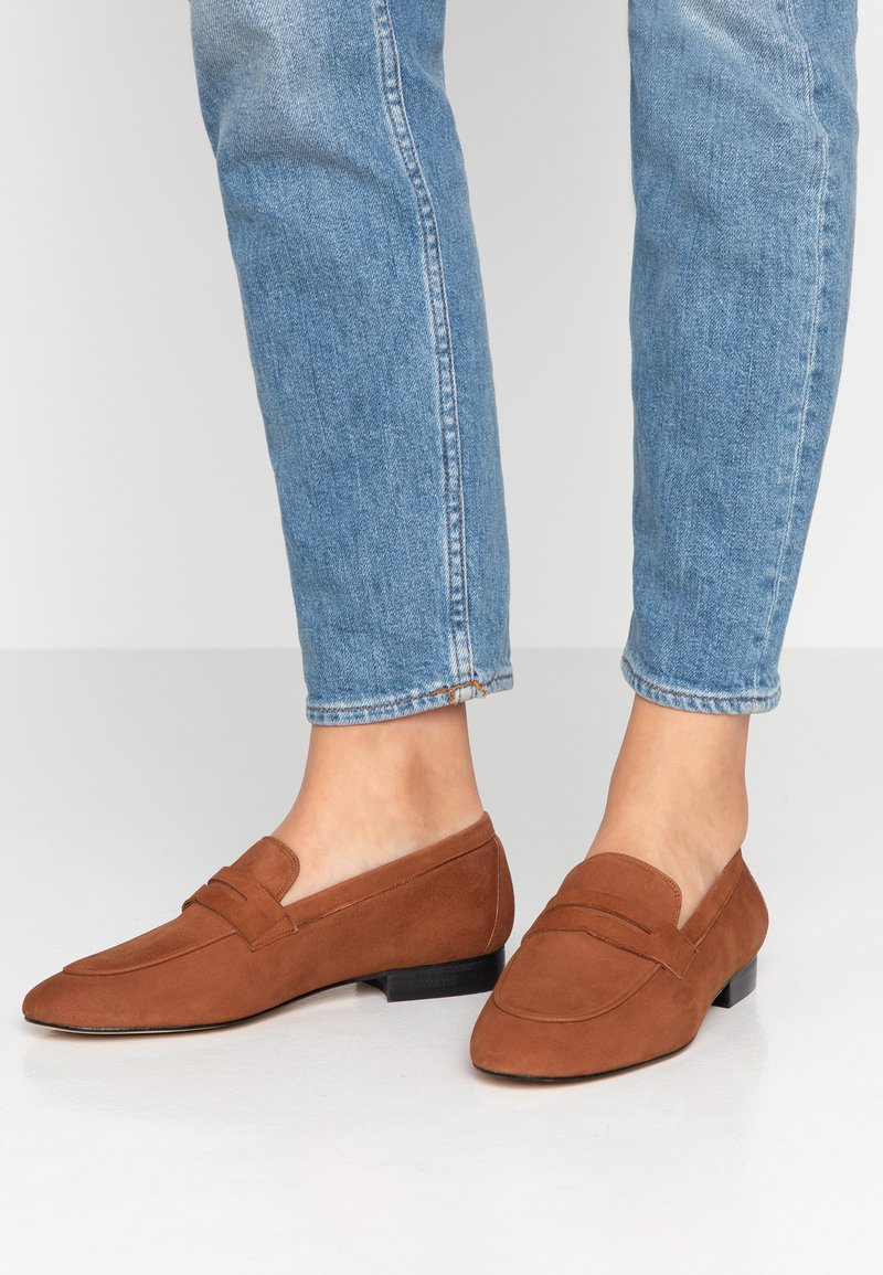 Toral - Slippers - cognac