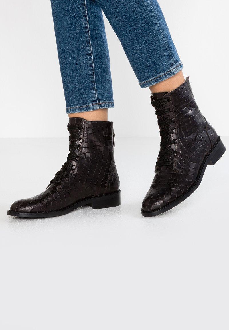 Toral - Šněrovací kotníkové boty - black