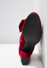 Toral - Ankle Boot - rojo
