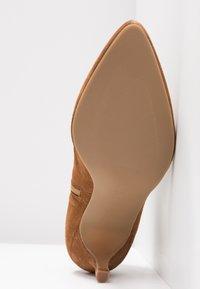 Toral - Ankle Boot - basket cognac - 6