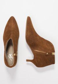 Toral - Ankle Boot - basket cognac - 3