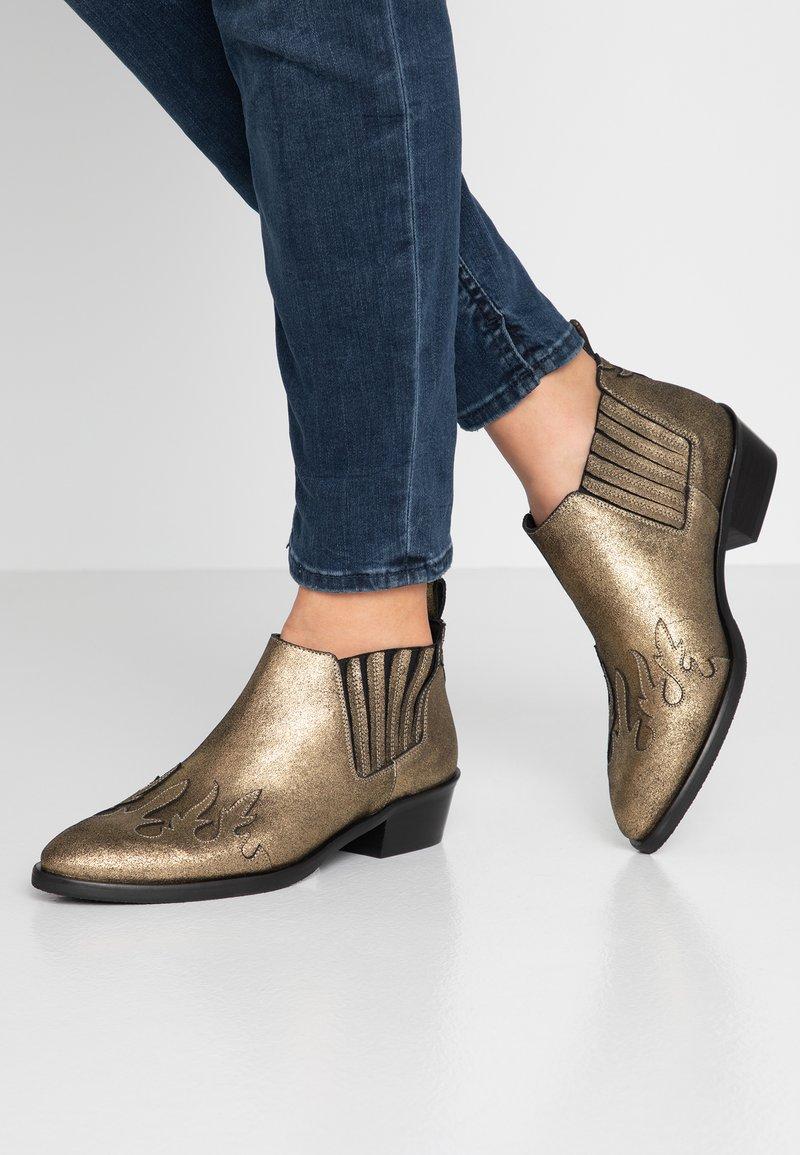 Toral - Kotníková obuv - metal