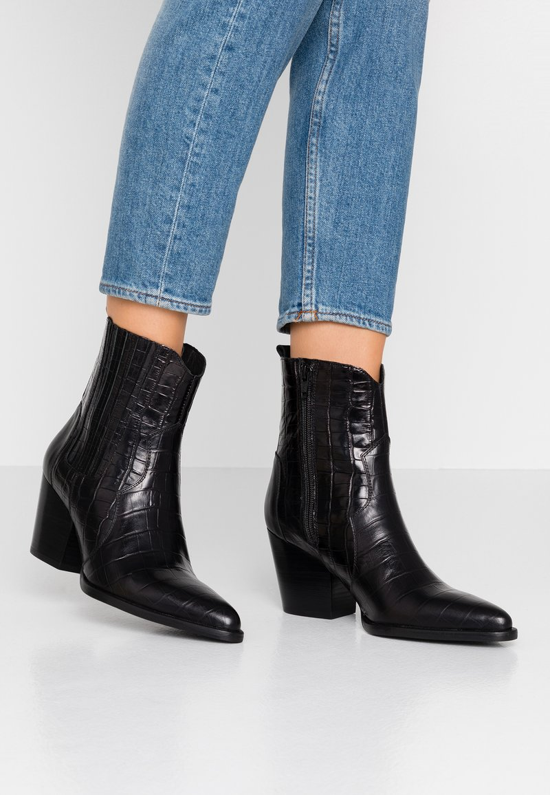 Toral - Cowboy/biker ankle boot - black