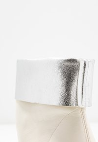 Toral - SAVINA - Classic ankle boots - offwhite - 2