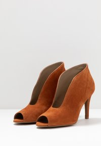 Toral - High heeled ankle boots - cognac - 4