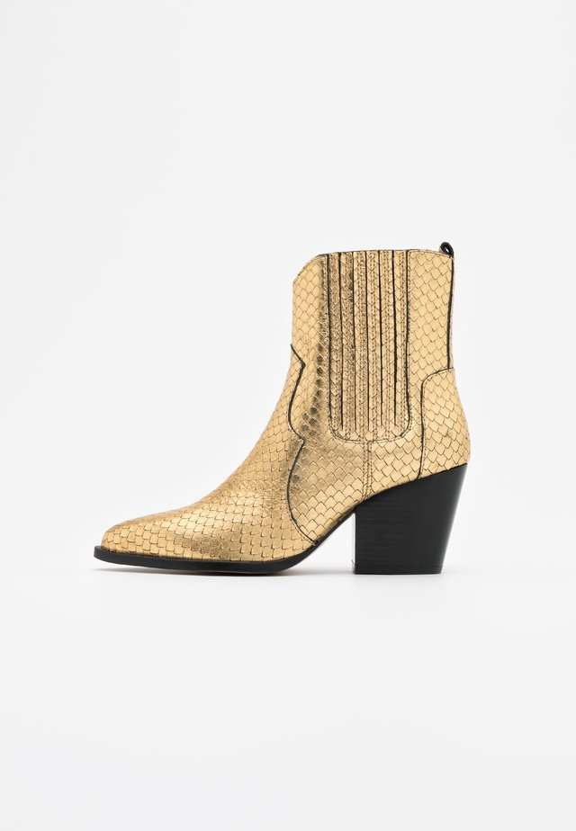 Cowboy/biker ankle boot - roy vacuno gold