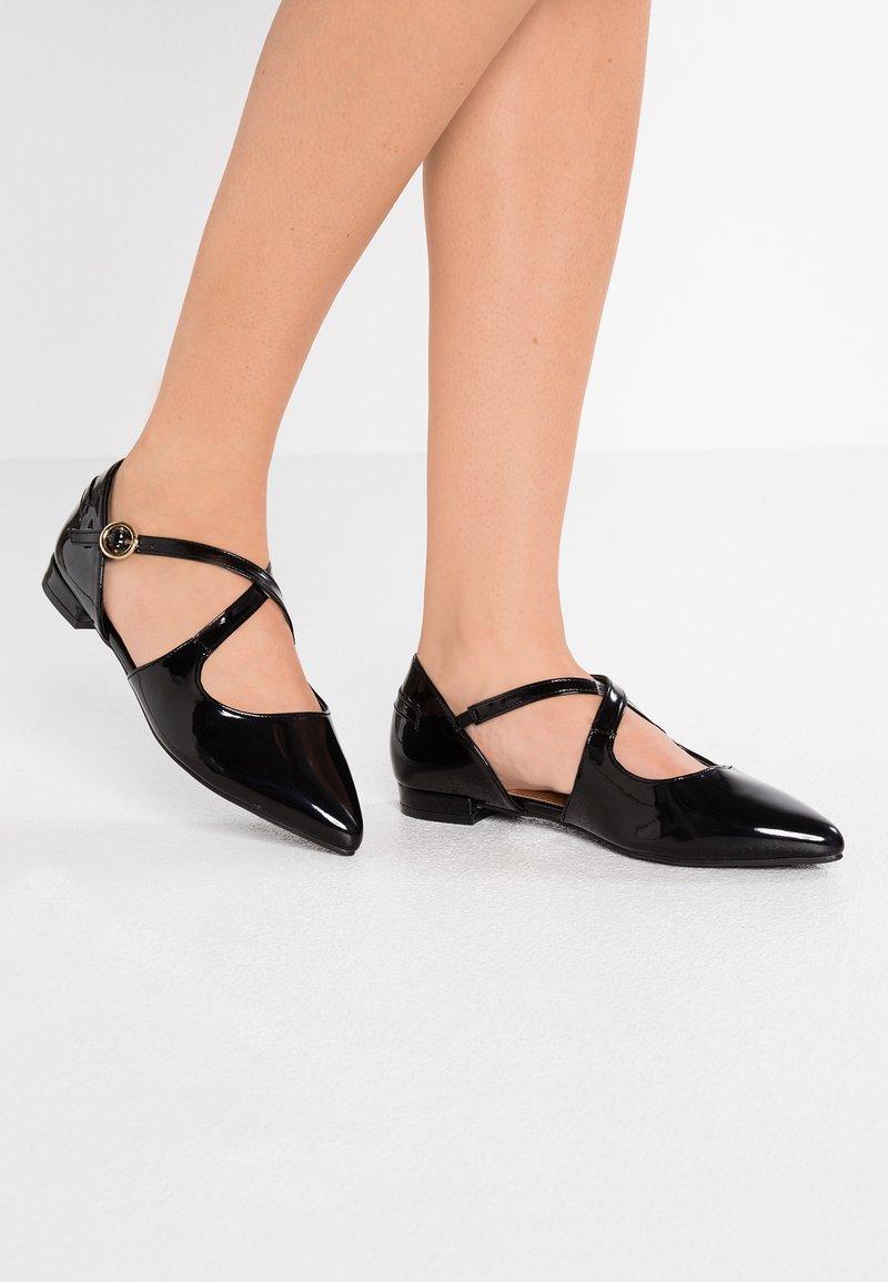 Topshop Wide Fit - WIDE FIT ANASTASIA POINT - Ballerina's met enkelbandjes - black