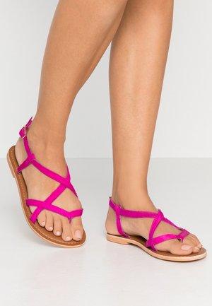 WIDE FIT HAZY - Sandály s odděleným palcem - pink