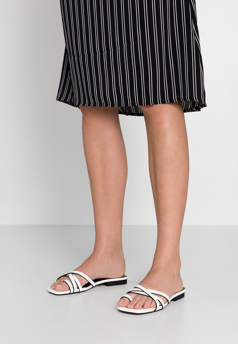 Topshop Wide Fit - WIDE FIT HIPPIE SQUARE - Tongs - white