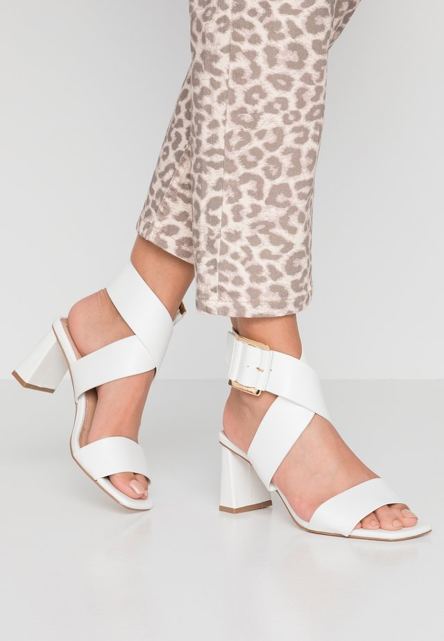 WIDE FIT NATALIA CROSS  - Ankle cuff sandals - white