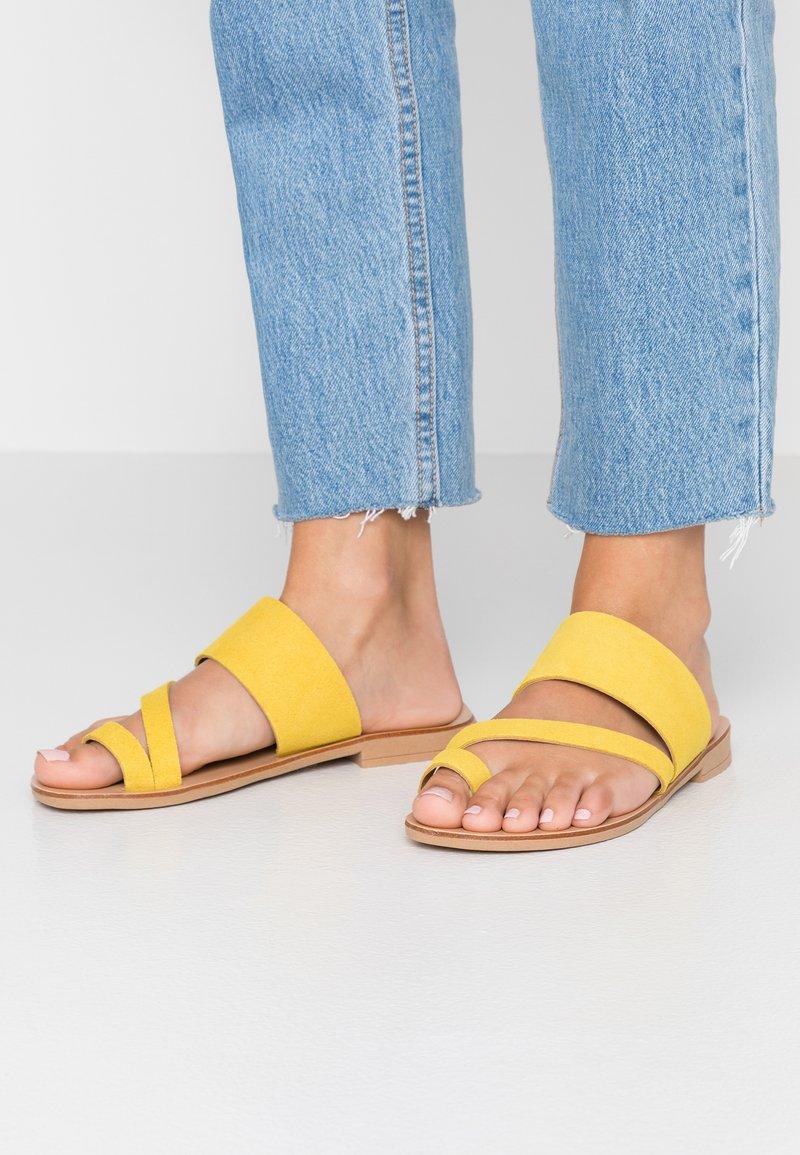 Topshop Wide Fit - WIDE FIT HOPE  - Sandály s odděleným palcem - mustard