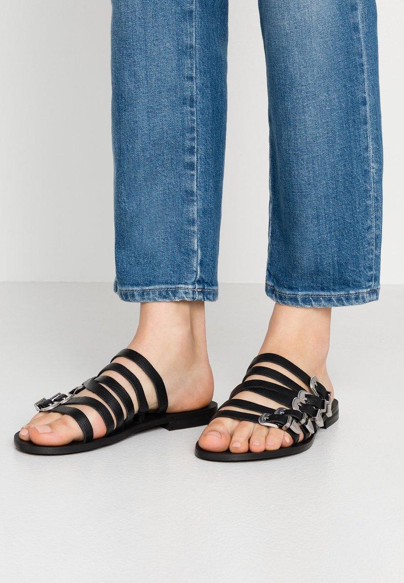 Topshop Wide Fit - WIDE FIT HESTON - Pantolette flach - black