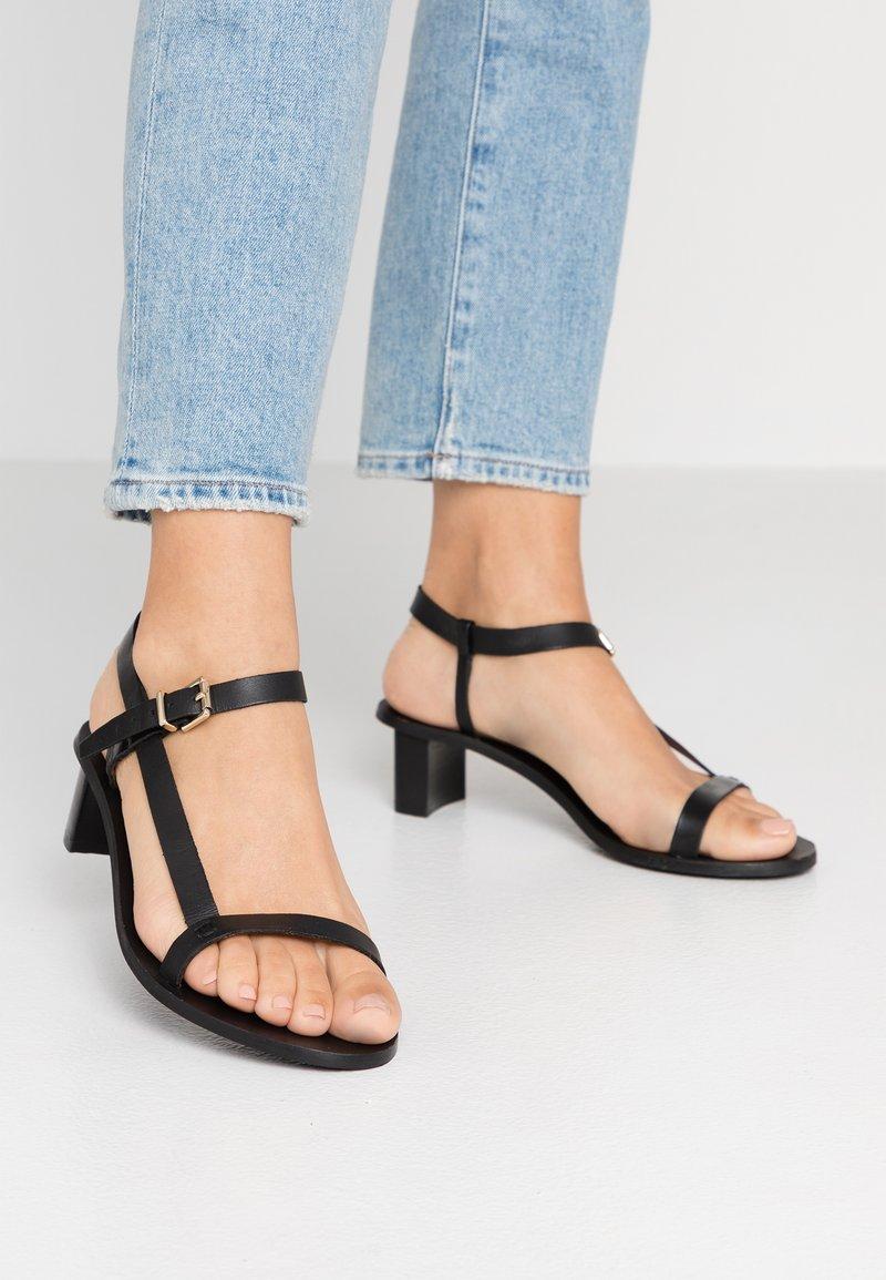 Topshop Wide Fit - WIDE FIT VENUS - Sandaalit nilkkaremmillä - black