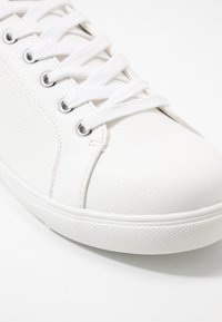 Topshop Wide Fit - WIDE FIT COLA - Sneakers basse - white - 2
