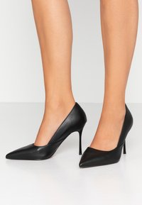 Topshop Wide Fit - WIDE FIT GIGI - Korolliset avokkaat - black - 0