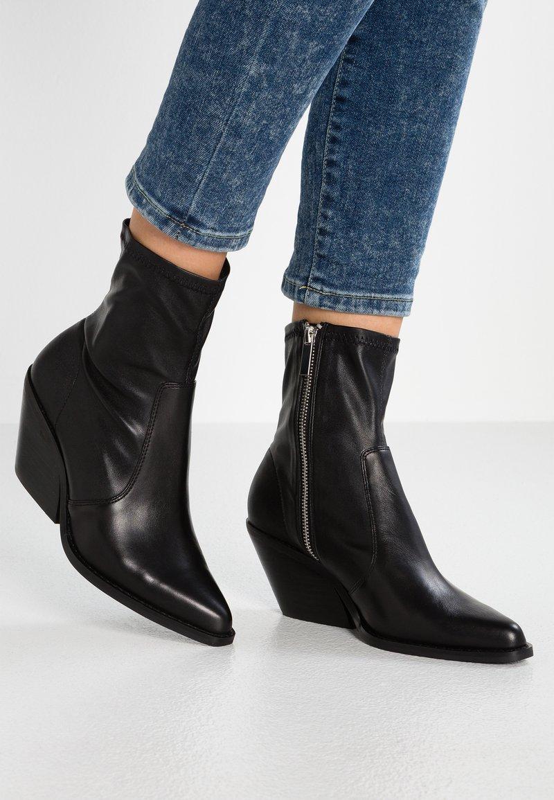 Topshop Wide Fit - WIDE FIT MISSION WESTERN SOCK BOOT - Cowboy/biker ankle boot - black
