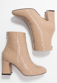 Topshop Wide Fit - WIDE FIT BELIZE BOOT - Classic ankle boots - taupe - 3