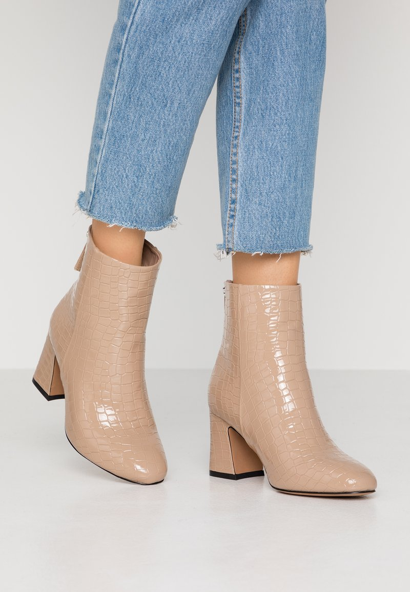 Topshop Wide Fit - WIDE FIT BELIZE BOOT - Classic ankle boots - taupe