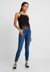 Tomorrow - DYLAN CROPPED - Jeans Skinny Fit - denim blue - 1