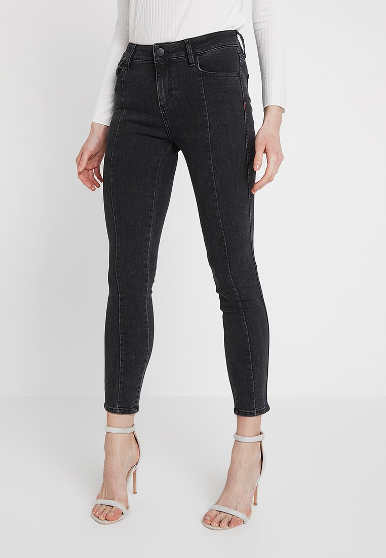 Tomorrow - DYLAN CROPPED - Jeans Skinny Fit - black