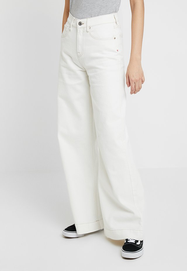 KERSEE  - Flared jeans - ecru