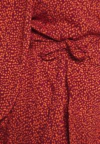 MY TRUE ME TOM TAILOR - PRINTED MIDI WRAP DRESS - Hverdagskjoler - burgund orange - 5