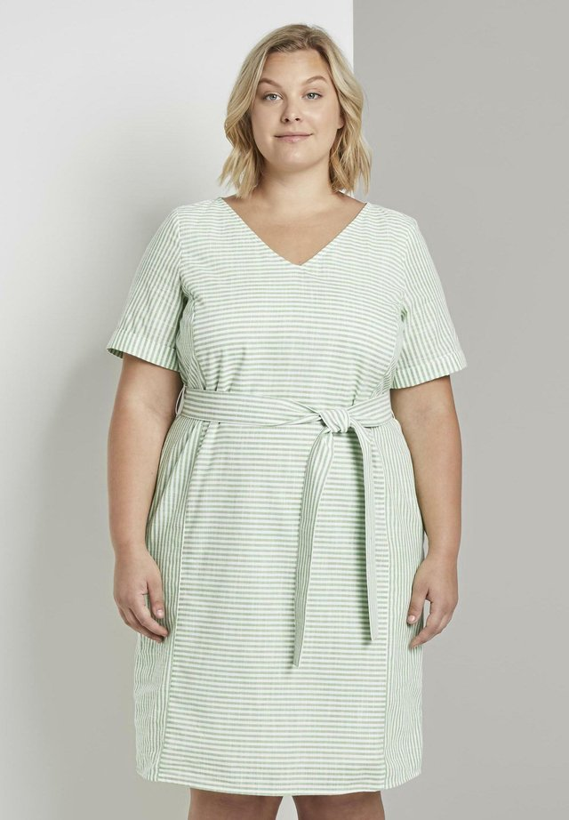 EASY SLUB STRIPE DRESS - Freizeitkleid - light green white stripe