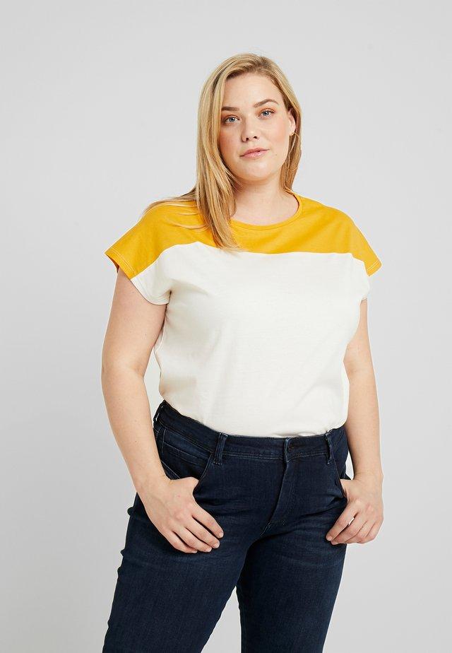 BOXY TEE WITH SEAM - T-Shirt print - gardenia white/brown