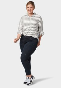 MY TRUE ME TOM TAILOR - MIT TAPE-DETAILS - Button-down blouse - offwhite grey stripe - 1