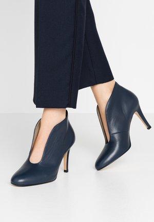 WIDE FIT - High Heel Stiefelette - atlantic