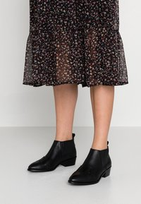 Toral Wide Fit - WIDE FIT - Ankle Boot - black - 0