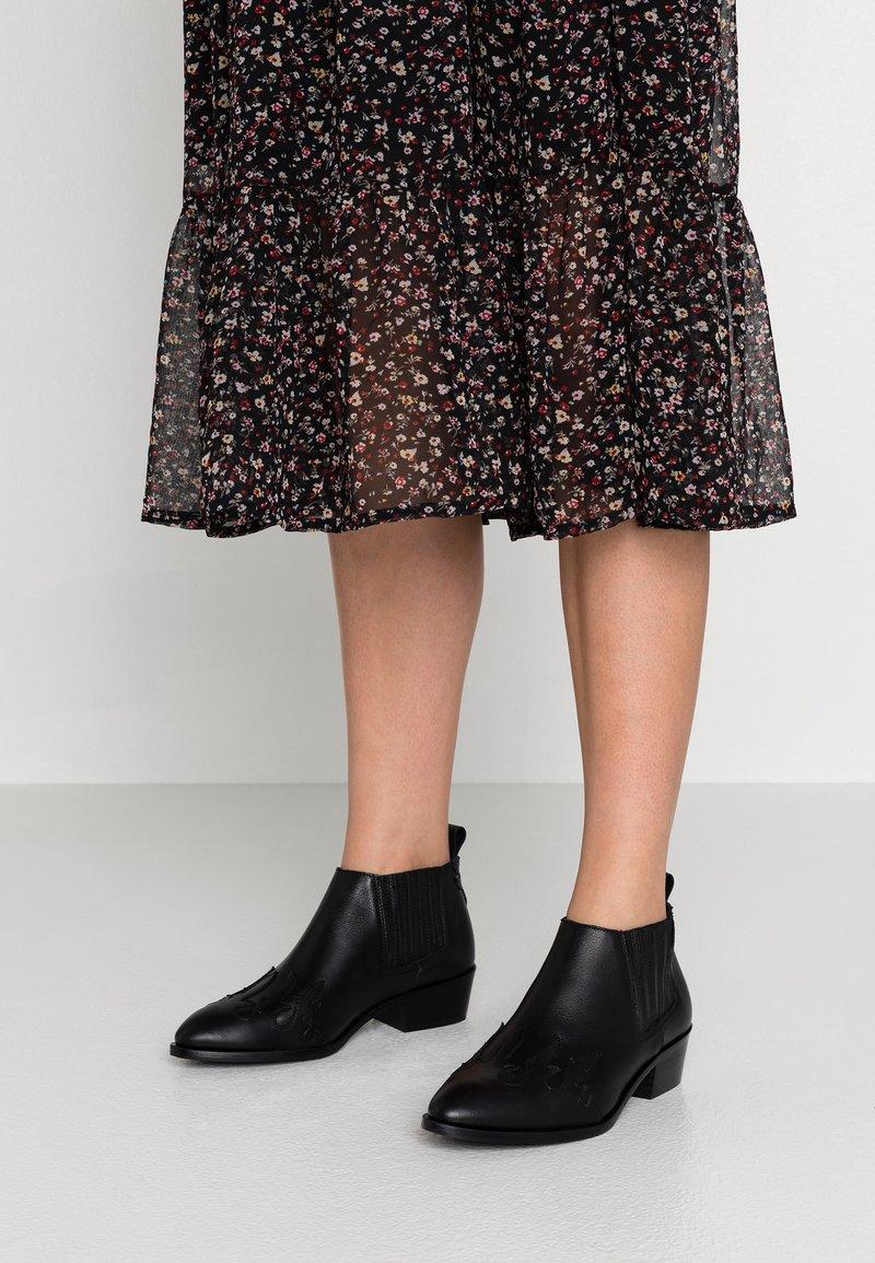 Toral Wide Fit - WIDE FIT - Boots à talons - black
