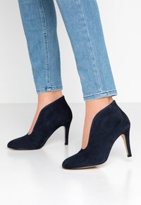 Toral Wide Fit - Ankle boots - dark blue - 0