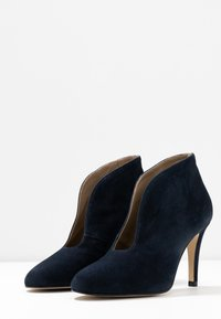 Toral Wide Fit - Ankle boots - dark blue - 4