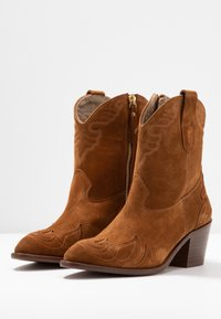 Toral Wide Fit - Cowboy/biker ankle boot - basket cognac - 4
