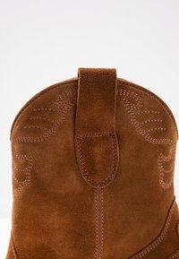 Toral Wide Fit - Cowboy/biker ankle boot - basket cognac - 2