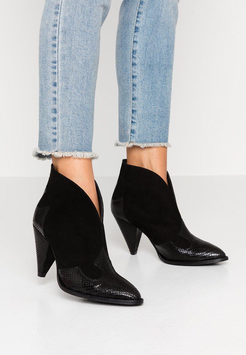Toral Wide Fit - Ankelboots med høye hæler - black