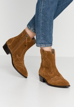 WIDE FIT  - Cowboy/biker ankle boot - basket cognac