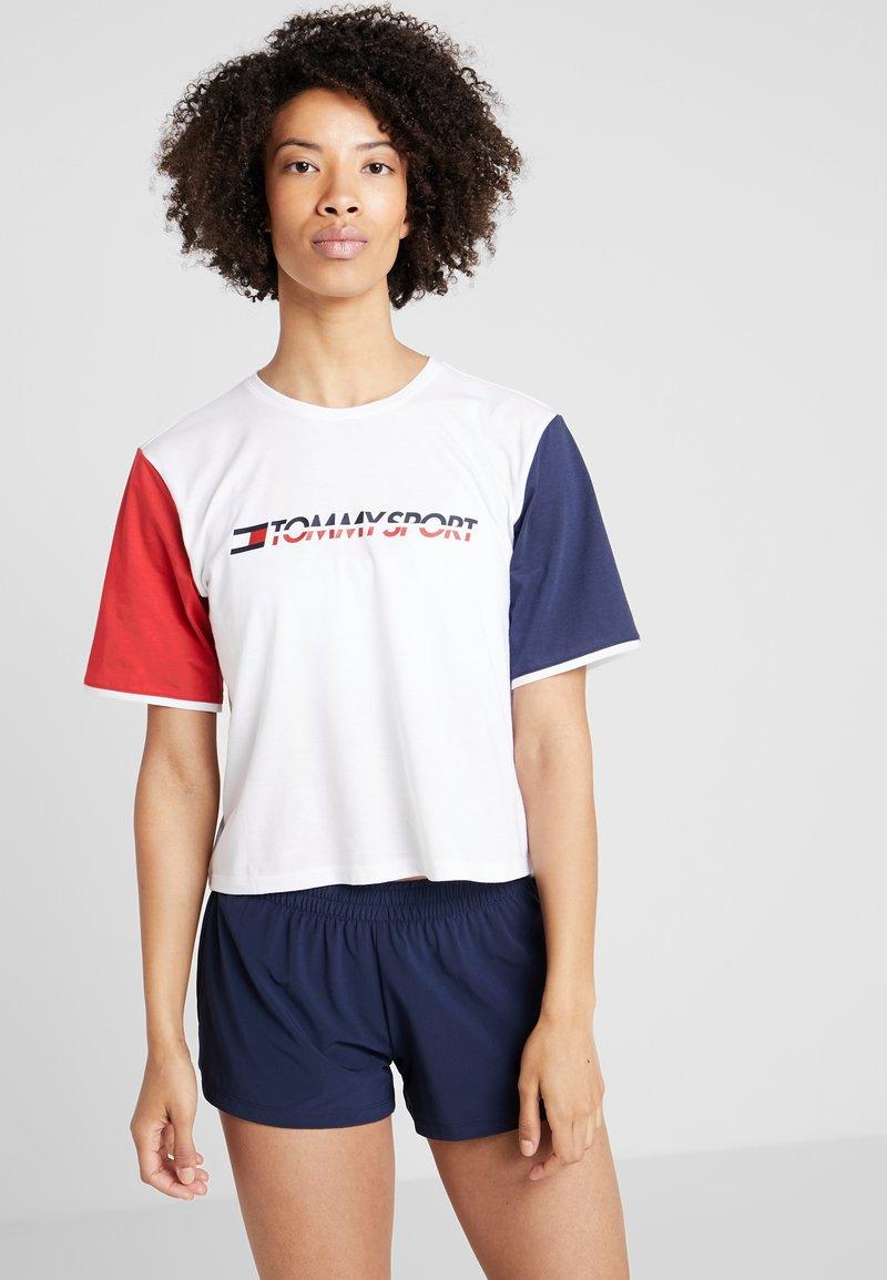 Tommy Sport - TEE COLORBLOCK LOGO - T-shirt z nadrukiem - white