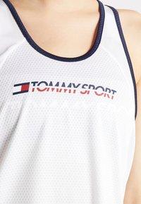 Tommy Sport - FLAG TAPE TANK  - Treningsskjorter - white - 5
