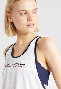 Tommy Sport - FLAG TAPE TANK  - Treningsskjorter - white - 3