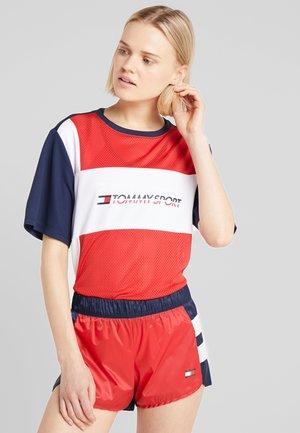 TEE LOGO - Camiseta estampada - red