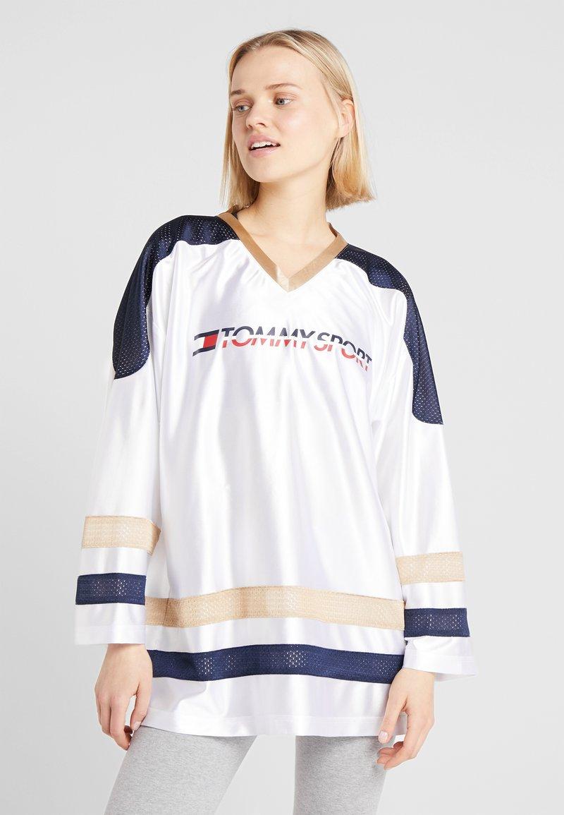 Tommy Sport - ARCHIVE LONGSLEEVE TEE - Langarmshirt - white