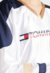 Tommy Sport - ARCHIVE LONGSLEEVE TEE - Longsleeve - white - 6