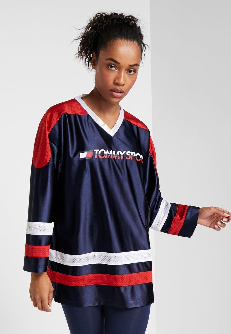 Tommy Sport - ARCHIVE LONGSLEEVE TEE - Camiseta de manga larga - blue