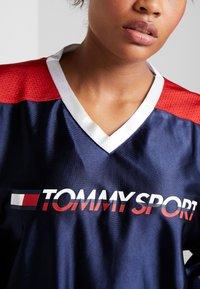 Tommy Sport - ARCHIVE LONGSLEEVE TEE - Camiseta de manga larga - blue - 5