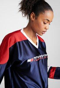 Tommy Sport - ARCHIVE LONGSLEEVE TEE - Camiseta de manga larga - blue - 3